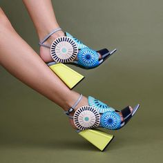 Let your heels enter them room before you do 👋🏻 FRIDA Fancy Shoes, Cute Shoes, Me Too Shoes, Creative Shoes, Unique Shoes, Beautiful Sandals, Cute Sandals, Play Shoes, Colorful Shoes