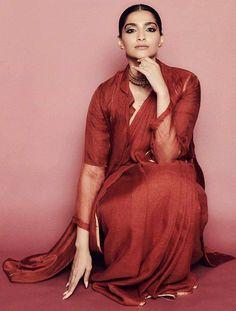 Like It 👍 or Love It 😘 Sonam Kapoor Ahuja looks Super gorgeous Indian Film Actress, Beautiful Indian Actress, Indian Actresses, Bollywood Celebrities, Bollywood Actress, Sonam Kapoor Instagram, National Film Awards, Dress Indian Style, Diva Fashion
