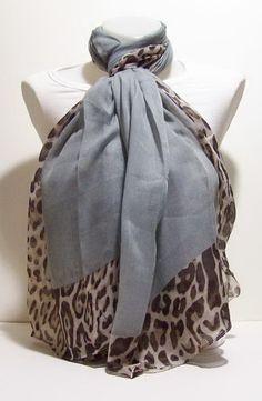 Grijze sjaal met tijgerprint | Sjaals | DamesTic Mooie grijs gekleurde sjaal met tijger print  lengte 180 cm breedte 100 cm  100% viscose