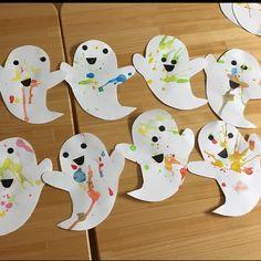"""【アプリ投稿】ハロウィン吹き絵 2歳児   みんなのタネ   保育や子育てが広がる""""遊び""""と""""学び""""のプラットフォーム[ほいくる] Baby Crafts, Crafts For Kids, Arts And Crafts, Halloween Trees, Halloween Crafts, Kidsroom, Seasons, Handmade, Design"""