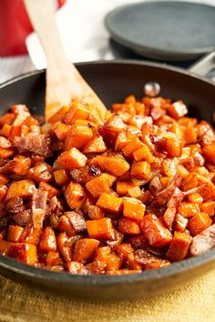 Loaded with crispy bacon and sweet potatoes, this sweet potato hash recipe is a flavor-packed start to the morning. The perfect balance of sweet and savory! Sweet Potato Breakfast Hash, Sweet Potato Hash Browns, Breakfast For A Crowd, Savory Breakfast, Healthy Breakfast Recipes, Brunch Recipes, Brunch Ideas, Breakfast Ideas, Potato Hash Recipe