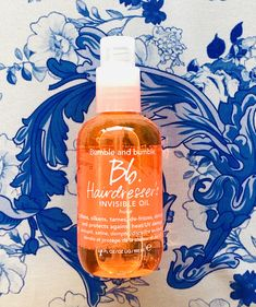 Bumble and bumble Hairdresser's Invisible Oil. Leaves a frizz-free, feather-soft feel while helping to provide heat and UV protection Product photography. Bumble And Bumble Products, Discipline, Product Photography, Hairdresser, Cleaning Supplies, Salons, Feather, Leaves, Oil