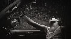 Strong is the new pretty - No carro, na chuva