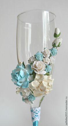 Купить или заказать Свадебные бокалы с цветами,бирюзовая свадьба в интернет-магазине на Ярмарке Мастеров. свадебные бокалы с розами. высота бокалов 22 см.…