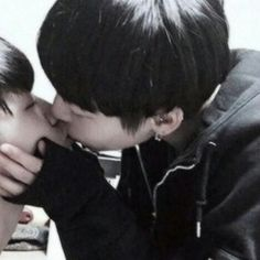 Ullzang Boys, Lgbt, Kids Photography Boys, Young Cute Boys, Gay Aesthetic, Couple Photoshoot Poses, Relationship Goals Pictures, Korean Couple, Cute Gay Couples