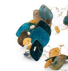 Hilde Janich Pergamentcollier petrol   Halskette mit Perlen (detail)