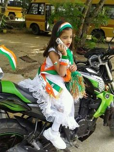 Republic Day of India Indian Flag Colors, Happy Independence Day India, Indian Flag Wallpaper, Army Pics, Love Heart Images, National Festival, Flag Dress, Mother's Day Activities, Mother India