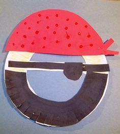 pirate mask made with paper plate.