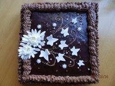 suklaakakku - perus keksi, rahka täyttö, kirsikka hillo ...  pinnoite on suklaa ja sokeri kukkia