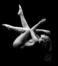 Where Professional Models Meet Model Photographers - ModelMayhem Figure Drawing Models, Figure Drawing Reference, Glamour Photographers, Model Photographers, Erotic Photography, Artistic Photography, Female Body Art, Shadow Art, Low Key