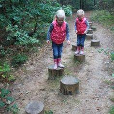 Speelbos de Heksenberg, Oosterhout. Heerlijk ravotten in een stuk bos bij Oosterhout. Heuveltje op, heuveltje af en tenslotte even bijkomen bij de speeltuin van de Hannebroeck.