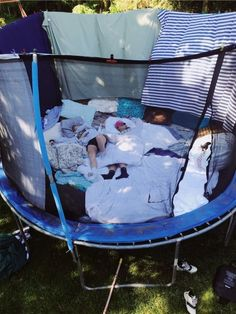 Sleepover on the trampoline - Zelten Sleepover Room, Things To Do At A Sleepover, Fun Sleepover Ideas, Crazy Things To Do With Friends, Sleepover Activities, Summer Activities, Party Ideas For Teenagers, Girls Sleepover Party, Party Activities