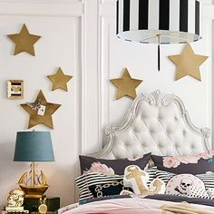 Gonna DIY these stars hanging on the wall! So easy to do! Just gonna go to Micheals and get some cardboard star 3-d cutouts and spray paint them gold!