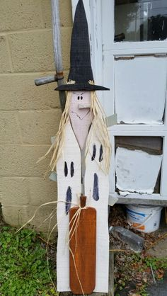 ghosts w/witch and. Fall Wood Crafts, Halloween Wood Crafts, Primitive Wood Crafts, Christmas Wood Crafts, Outdoor Halloween, Crafts To Do, Halloween Pumpkins, Halloween Crafts, Halloween Decorations