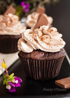 Cupcakes de Chocolate y Café con frosting de queso.