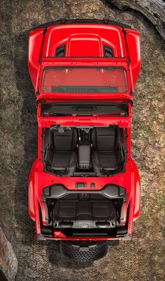 Here it his folks, the new 2018 Jeep Wrangler range! The 2018 Jeep Wrangler sports the same iconic boxy build, round headlights, seven-slot grill crown, and square tail lights as Wranglers in the past, but now gets a bold new take on a classic look.