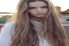 A beautiful, inspiring picture for anyone who wants to grow their hair long. You can do it with these amazing hair growth tips!  http://www.fiverr.com/rachel44/give-you-100-tips-to-growing-your-hair-long  #growhairlong #longhair
