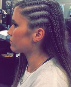 Side corn rows Source by Cornrow Hairstyles White, Pretty Hairstyles, Corn Row Hairstyles, Side Cornrows, Grunge Hair, Hair Dos, Prom Hair, Dyed Hair, Hair Inspiration