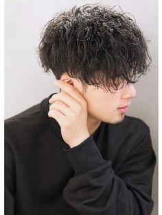 【2019年秋】メンズ|ミディアムの髪型・ヘアアレンジ|人気順|5ページ目|ホットペッパービューティー ヘアスタイル・ヘアカタログ Curly Hair Men, Curly Hair Styles, Fashion Art, Girl Fashion, Mens Perm, Grunge Hair, Hair Inspo, Cute Boys, Hair Cuts