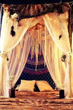 Bohemian Bedroom Decor Ideas - Wish to add cool style to your bedroom? Take into consideration utilizing bohemian, or boho, design inspiration in your next bed room redesign. Dream Rooms, Dream Bedroom, Gypsy Bedroom, Fairy Bedroom, Ethnic Bedroom, Magical Bedroom, Master Bedroom, Bedroom Retreat, Night Bedroom