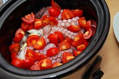 il polpo diviso in due disposto nella pentola slow cooker Sous Vide, Slow Cooker Recipes, Crockpot, Sausage, Stuffed Peppers, Vegetables, Slow Cooking, Food, Slow Cooker
