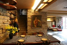 Dining room. Fallingwater - Frank Lloyd Wright