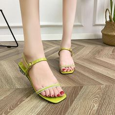 Simple Line-shaped Open-toed Sandals Women's Summer Fashion Students' Chunky Heeled Fashion Sandals Sandals Outfit, Fashion Sandals, Stylish Sandals, Student Fashion, Summer Chic, Thick Heels, Chiffon Maxi Dress, Simple Lines, Women's Summer Fashion