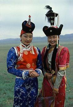 Mongolia | Gobi desert - Traditional costumes |  © Pre-Andre Hoffmann