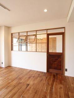 [공유] 하남 에일린의 뜰 상가 바느질 공방 현장목공 : 네이버 블로그 Home Upgrades, Interior Windows, Interior And Exterior, Interior Design Living Room, Interior Decorating, Japanese Interior, Natural Home Decor, Office Interiors, Windows And Doors