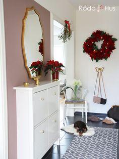 "Werbung* Farrow & Ball ""Sulking Room Pink"" im Flur – Röda Hus Pink Hallway, Hallway Colours, Cottage Hallway, Upstairs Hallway, Hallway Designs, Hallway Ideas, Farrow Ball, Bedroom Doors, Home Bedroom"