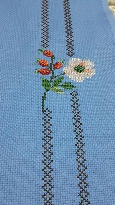 This Pin was discovered by Zül Cross Stitch Rose, Cross Stitch Flowers, Cross Stitch Charts, Cross Stitch Designs, Cross Stitch Embroidery, Cross Stitch Patterns, Free To Use Images, Flower Coloring Pages, Bead Loom Patterns