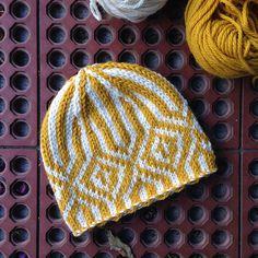 The perfect little knitting respite - Gorro Montanhac Knitting Stitches, Knitting Yarn, Baby Knitting, Knit Or Crochet, Crochet Hats, Knitting Patterns, Crochet Patterns, How To Purl Knit, Fair Isle Knitting