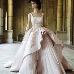 @shahiralasheen #wedding #weddingdress #weddinggown #eveingdress #eveninggown #ballgown