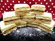 Prajitura Foi cu miere, sau Albinita | Pofta Buna! Romanian Desserts, Romanian Food, Tiramisu, Sweet Tooth, Sweets, Cookies, Breakfast, Ethnic Recipes, Cake Ideas