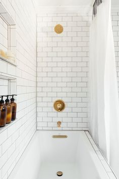 Best Ideas For White Bathroom Tile Designs 04 White Bathroom Tiles, Bathroom Tile Designs, Bathroom Flooring, Modern Bathroom, Bathroom Drawers, White Bathrooms, Gold Bathroom, Bathroom Countertops, Small Bathrooms