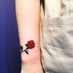 Amazing 70 Lovely and provoking rose tattoos: the most effective pictures Wrist Tattoos, Flower Tattoos, Body Art Tattoos, Girl Tattoos, Tattoos For Women, Tattos, Web Tattoo, Tattoo Trend, Unique Tattoos