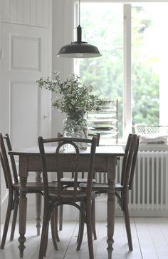 Stuhl Blau, Esszimmer, Küche, Landhausstil, Landhausmöbel, Farmhouse Style,  Country Cottage, Kitchen, Einrichten, Wohnen, Vintage Möbel | Pinterest ...