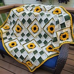 Example fun to make : Example fun to make Granny Square Crochet Pattern, Crochet Squares, Afghan Crochet Patterns, Crochet Stitches, Knit Crochet, Free Crochet Square, Crochet Square Blanket, Crochet Sunflower, Crochet Flowers