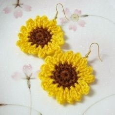 gold tone earrings hooks - lead and nickel free ~crochet sunflower using soft acrylic yarn - wide Crochet Earrings Pattern, Crochet Flower Patterns, Crochet Flowers, Sunflower Colors, Sunflower Pattern, Crochet Cross, Thread Crochet, Crochet Sunflower, Textile Jewelry