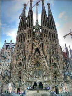 La Sagrada Familia in Barcelona by Antoni Gaudi サグラダファミリア