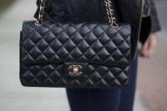 Classic Chanel bag 2.55... Wishlist absolue... Sera mien un jour. yes it will !!!