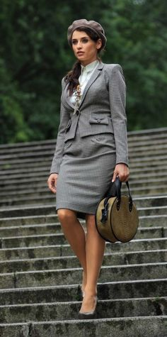 Classy and Elegant Fashion Combinations for Business Woman - see more at http://www.stylemotivation.com/top-19-classy-elegant-fashion-combinations-for-business-woman/