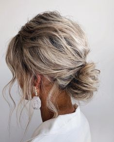 """Brisbane Bridal Hairstylist on Instagram: """"Messy low bun 🤍 Beautiful bridesmaid @lauraspender These styles are best suited for those with a natural wave to support this hairstyle…"""" Wedding Hairstyles Half Up Half Down, Wedding Hairstyles With Veil, Side Hairstyles, Headband Hairstyles, Vintage Hairstyles, Prom Hairstyles, Short Hair Bun, Short Wedding Hair, Short Hair Styles"""