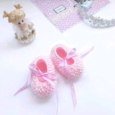 Pink baby booties will turn every little girl into a princess. Go well with any outfit and make perfect photo prop. The size is newborn (foot length 9 inches) Crochet Baby Jacket, Crochet Baby Clothes, Crochet Baby Hats, Love Crochet, Baby Knitting, Welcome Baby Boys, Easy Crochet Patterns, Baby Girl Gifts, Baby Booties