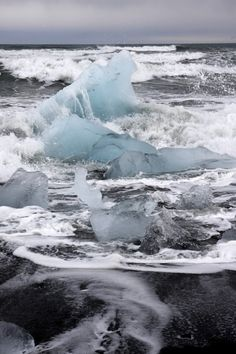 Ice breaking apart at sea in Iceland//