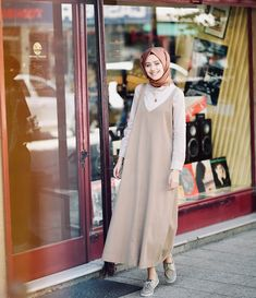Overall n hijab Muslim Women Fashion, Modern Hijab Fashion, Abaya Fashion, Modest Fashion, Latest Fashion For Women, Fashion Outfits, Hijab Style, Hijab Chic, Modest Dresses