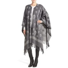 Alexander McQueen 'Big Skull' Wool & Cashmere Jacquard Poncho (2,585 PEN) ❤ liked on Polyvore featuring outerwear, alexander mcqueen and fringe poncho