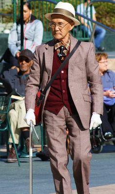 18 Fabulous Style Tips From Senior Citizens Old Man Fashion, Look Fashion, Fashion Outfits, Womens Fashion, Fashion Tips, Fashion Vintage, Fashion Clothes, Fashion Ideas, Fashion Jewelry