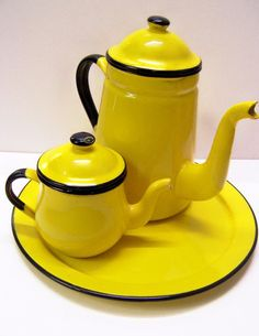 Addicted to color, add this spunky retro inspired teapot set, in yellow and black enamel, to your kitchen Mellow Yellow, Black N Yellow, Bright Yellow, Vintage Enamelware, Vintage Kitchenware, Taste The Rainbow, Tea Pot Set, Chocolate Pots, Shades Of Yellow