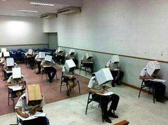 El típico maestro que duda de los alumnos y hace todo para que no se copien en el examen.   17 Profesores que son más trolls que los alumnos